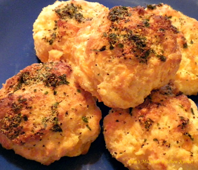 ... Midwest Kitchen Korner: Crusty Cheddar Garlic Pepper Biscuits my Way