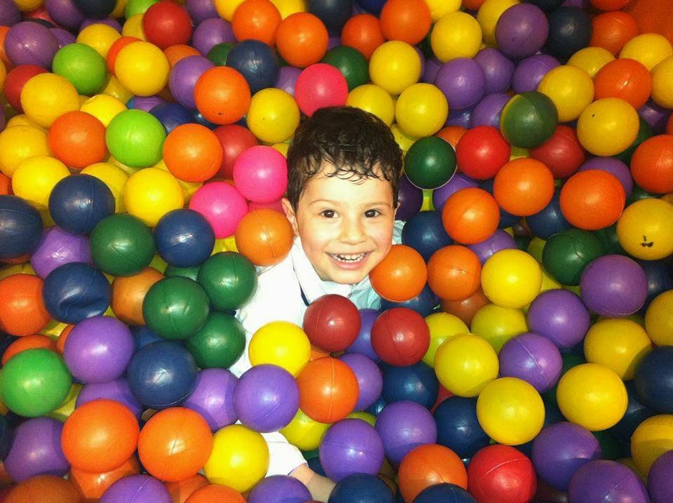 Piscina de bolinha-brinquedos infantil-jogos infantis-filhos-Pool ball toys-child-kids-children-games-Pool Ball Spielzeug-Kind-Kinder-Kinder-Spiele-Bola de piscina juguetes para los niños-los niños-niños-juegos