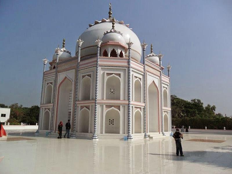 Duplicate Taj Mahal in Bangladesh