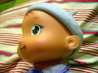 Muñeca con pendientes