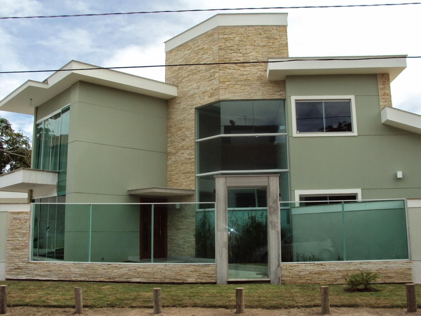 Muros de vidro veja 20 fachadas de casas com essa for Fachadas frontales para casas
