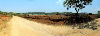 A panoramic photo of the Manchanbele Trail, with Manchanbele lake on the right