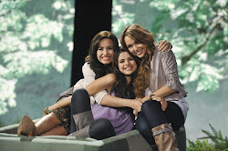 Demi, Sell e Miley S2s2S2