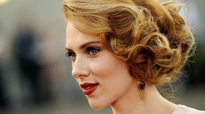 Scarlett Johansson grosseira e Channing Tatum sedutor