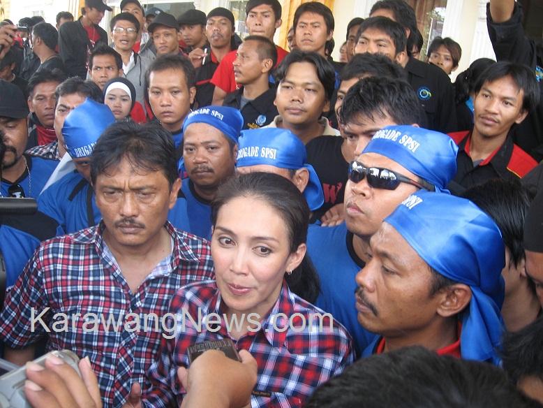 """Underbouw Menuntut ! Tuntut Jokowi Revisi UMP, Buruh """"Ngadu"""" ke PDI-P"""