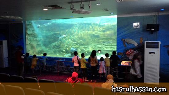 Tangki Ikan Gergasi