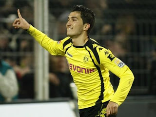 Nuri Sahin playing for Borussia Dortmund
