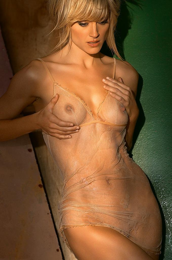 Teri Polo Nude