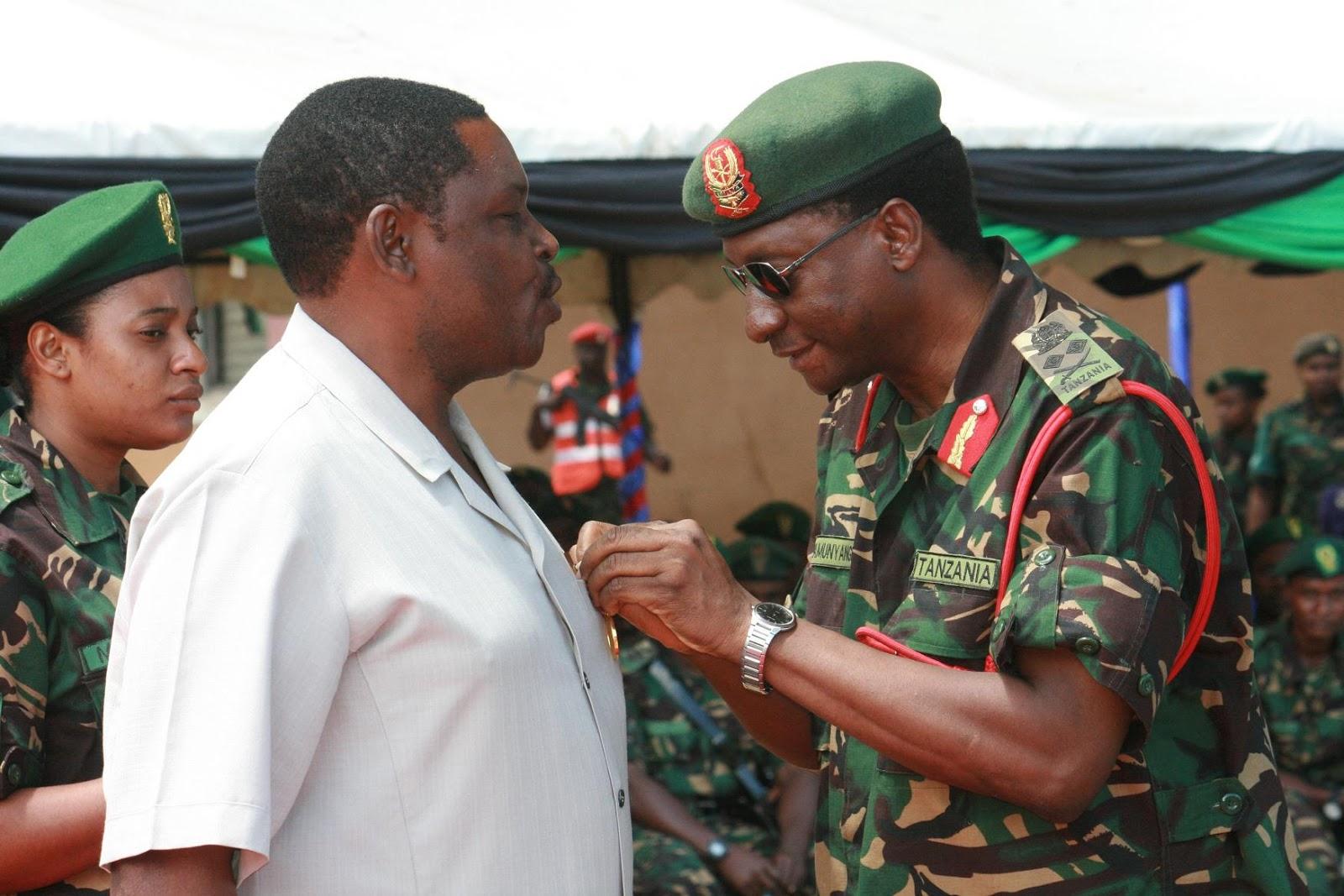 Nishani Maofisa wa Jeshi kwa Utumishi Bora na wa Muda Mrefu Tanzania