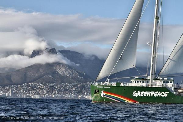 Menanti Kapal Rainbow Warrior III Berlayar ke Indonesia
