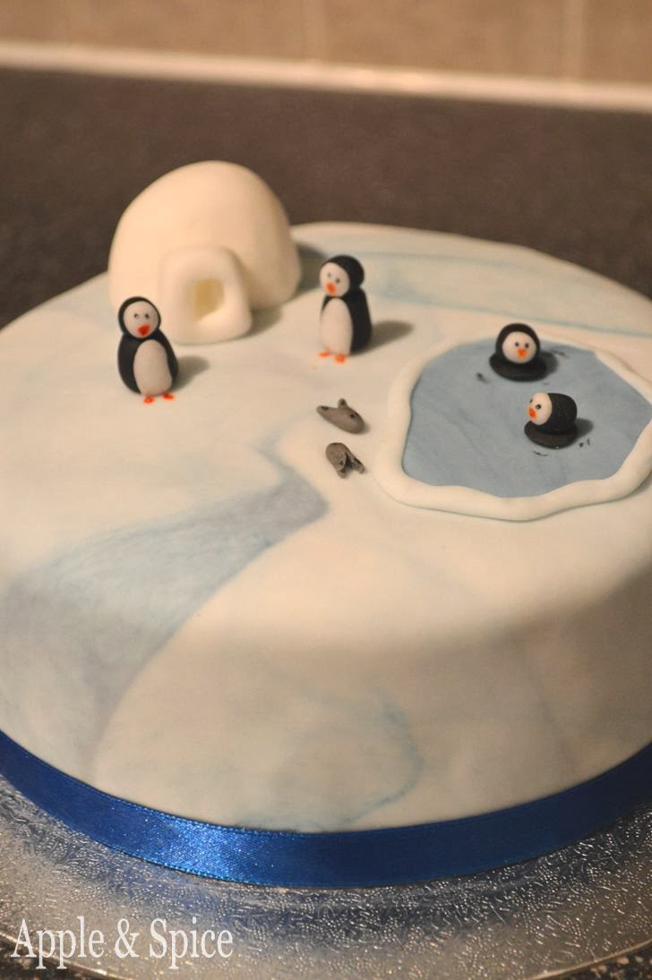 Christmas Cake Ideas Penguins : Apple & Spice: Christmas Cake 2013: Penguins