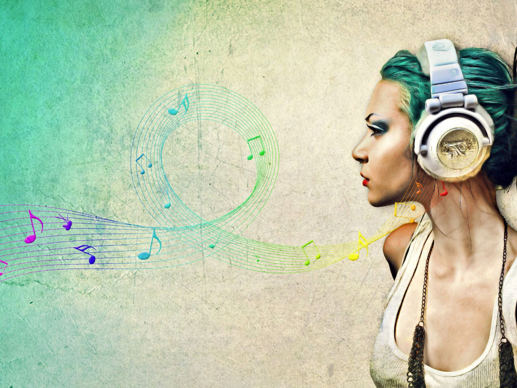 mulher-ouvindo-musica