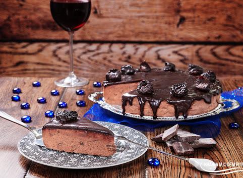 Sernik czekoladowy na zimno z 'pijaną śliwką'