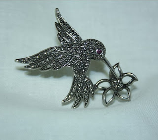https://www.goodsmiths.com/mystical-notions/vintage-humming-bird-pin?p=ab9178d42abb8685173b13c57a6341a0
