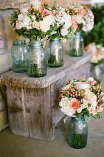 Decoração casamento com vidros e flores