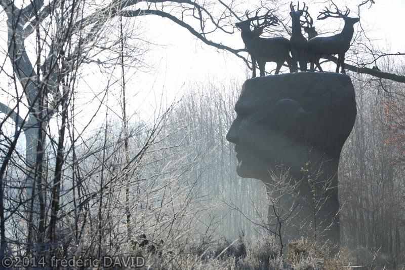 lumière contre-jour statue art contemporain Gardien forêt Rougeau Seine-et-Marne Sénart