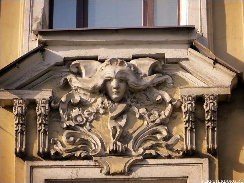 Маскарон в стиле модерн в Петербурге, на Петроградской стороне