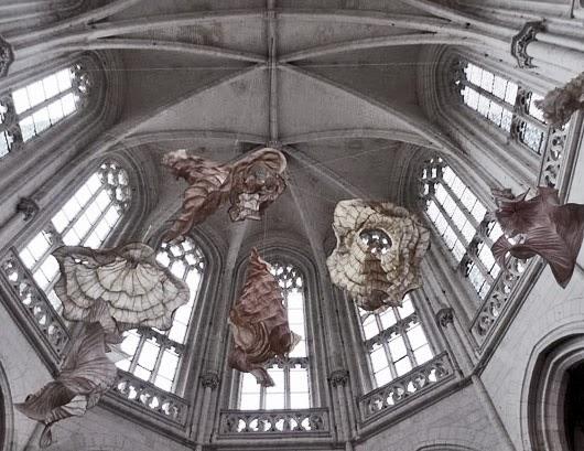 Nest of Pearls - Paper sculptures by Peter Gentenaar
