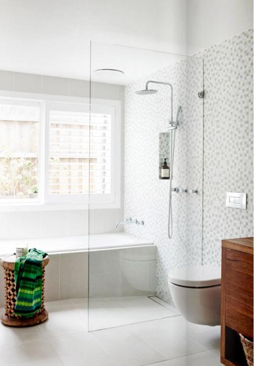 Banheiros com banheira  Reciclar e Decorar  Blog de Decoração e Reciclagem # Banheiro Pequeno Com Banheira De Canto