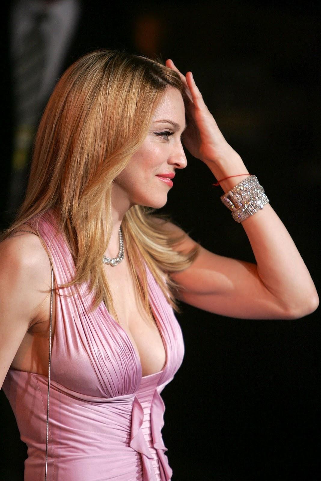 http://3.bp.blogspot.com/-4YPp3iv9U8M/T9RkSIOBQ4I/AAAAAAAADgA/lrkt8GDaJPE/s1600/Madonna-hot-picture-world+music+(11).jpg