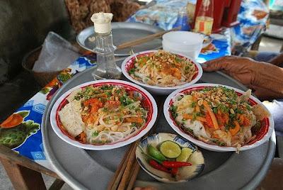 VE+PHU+CHIEM+AN+MI+QUANG+(4)%5B1%5D(2) Cách ăn dân dã tại Đà Lạt