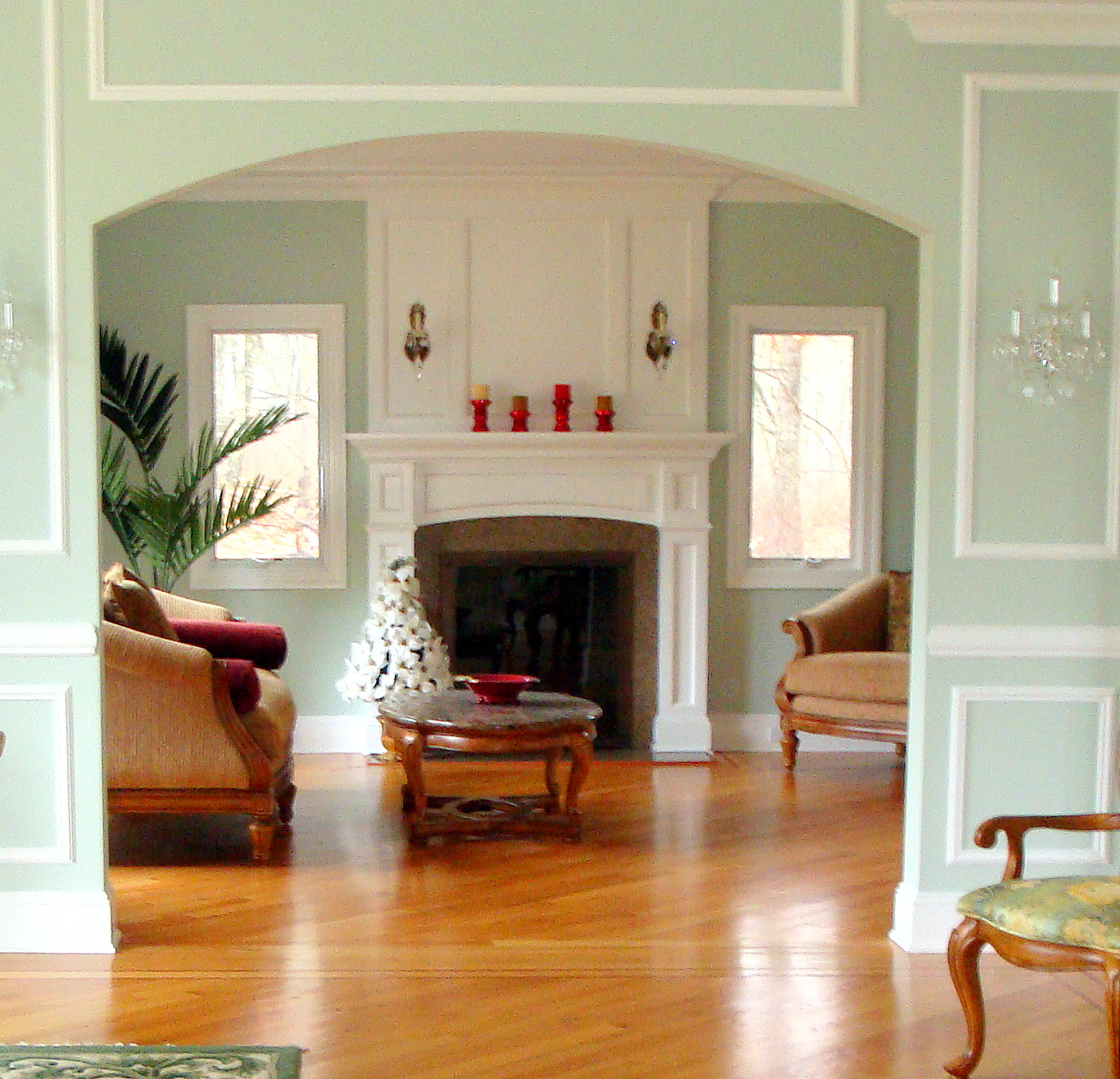 Living Hall Interior Design: Robin Lechner Interior Designs: TIMELESS LIVING AND BEING