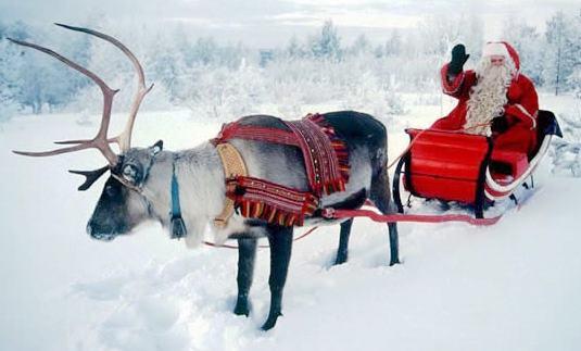 Papa Noel o Santa Clauss saludando en su trineo