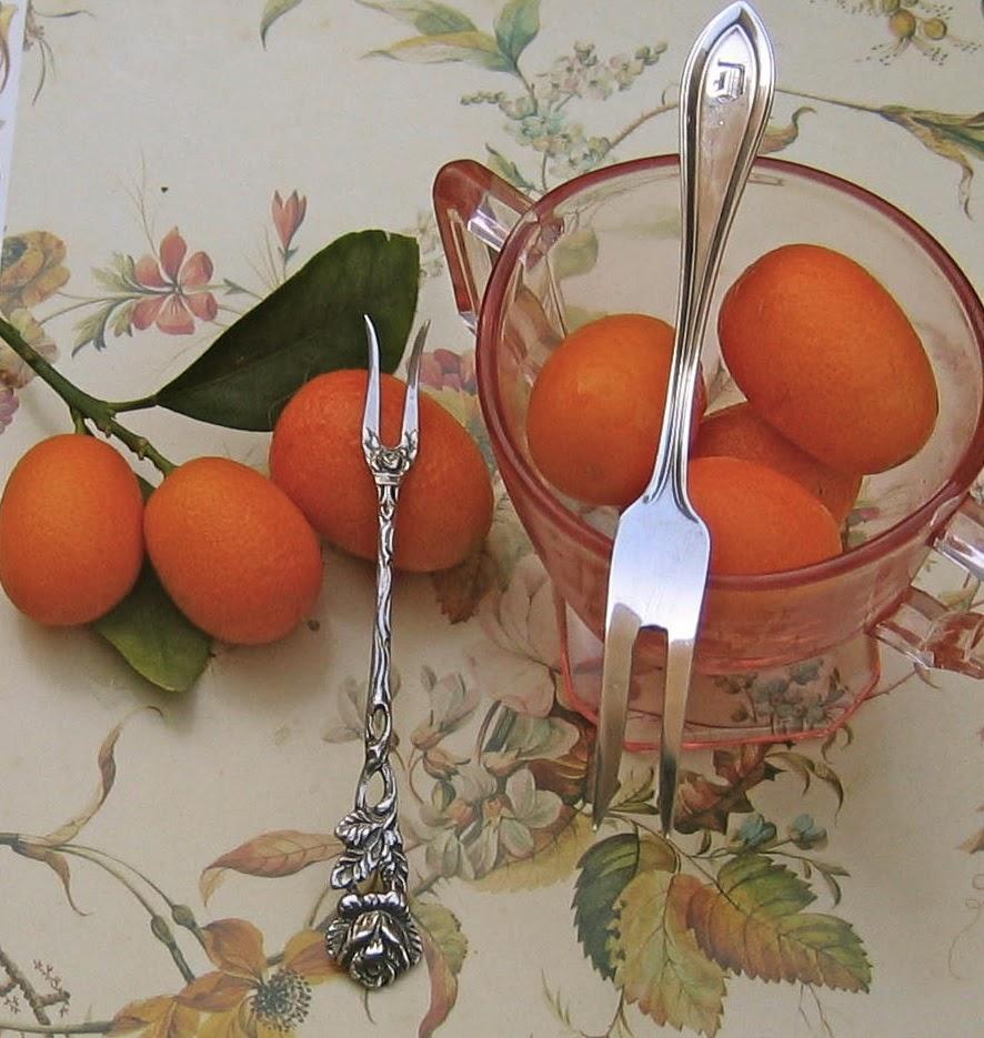 Etiquipedia: Etiquette and Eating Fruits Properly