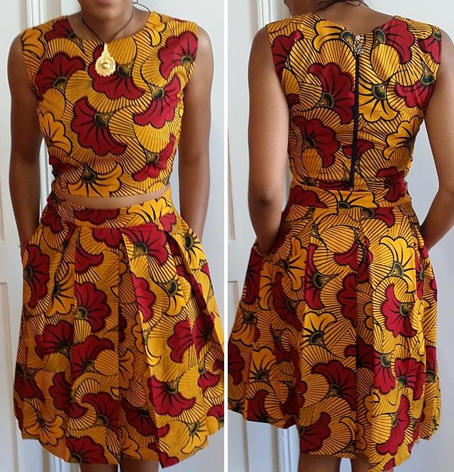 Model Vapi Kleid mit roten Blüten auf gelbem Grund
