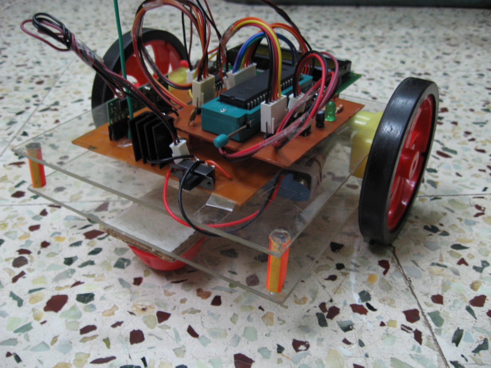 Wireless Gesture Controlled Robot Using At89s52 Controlling Dc Motors Avr Microcontrollers Vishnu39s Blogs Weightless Chassis Body Of