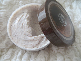 Body Shop, Body, Coconut, Scrub, Review, Blog, Sweet, Good, Shower, Bath,