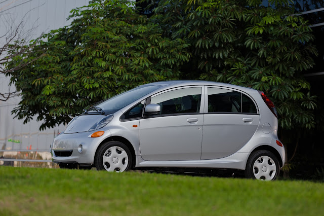 side view of silver 2012 Mitsubishi i-MIEV