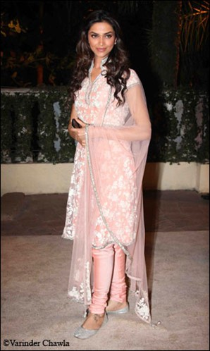 ,  Beautiful Bollywood Babes In Desi Outfits