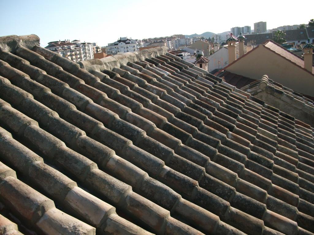 Reparaciones e instalaciones de tejados de tejas en toledo for Tejados prefabricados