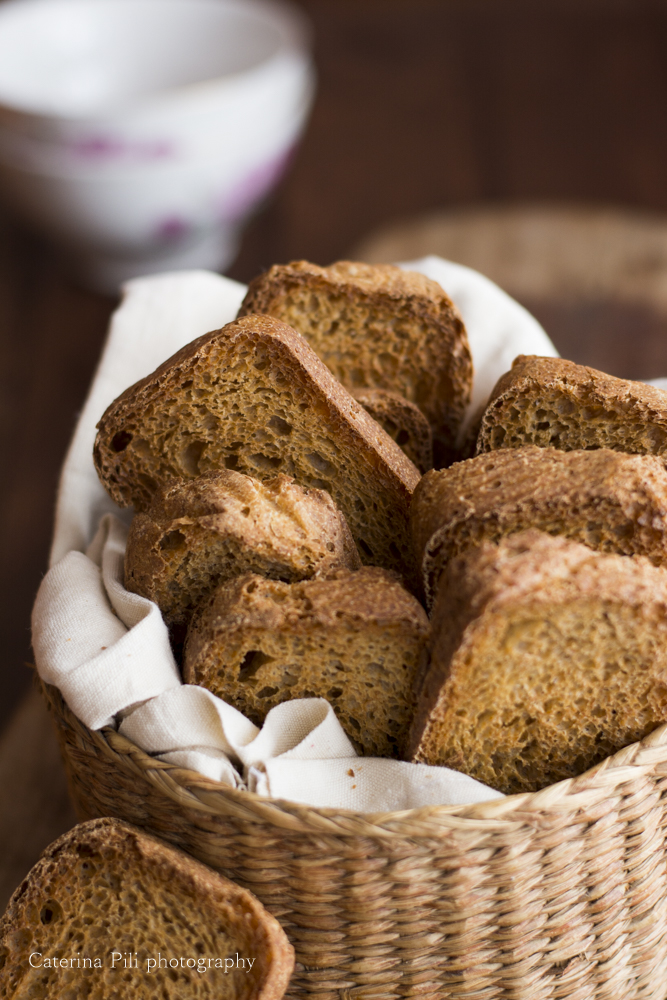 Fette biscottate integrali all'olio extravergine di oliva e licoli