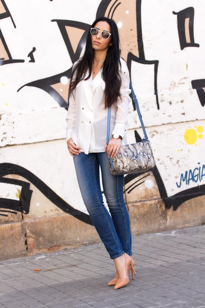 Estilismo casual chic propuesto por la Blogger de moda valenciana Withorwithoutshoes