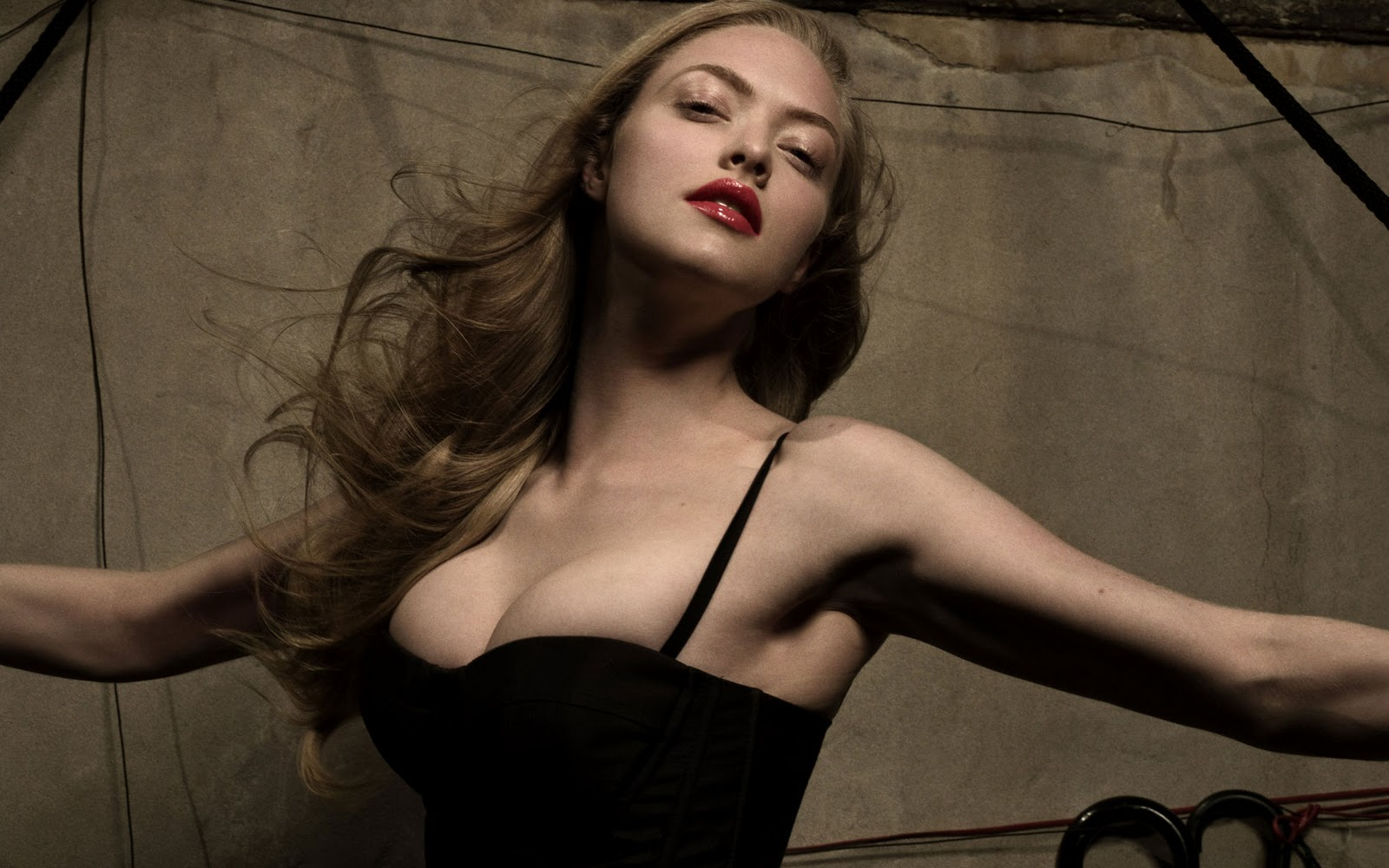 amanda_seyfried_weight.jpg (1600×1000)