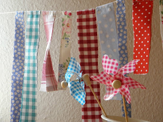 Tutorial for sewing a fabric birthday bunting for a sweet table!