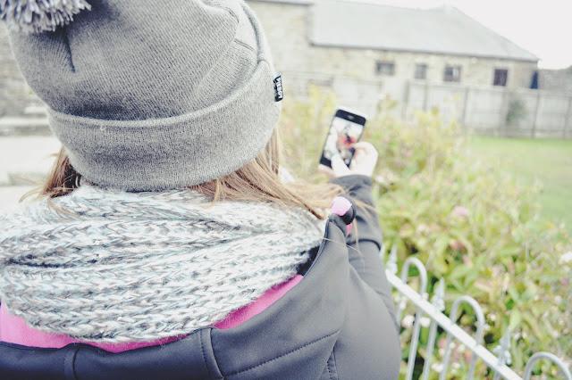 girl selfie image