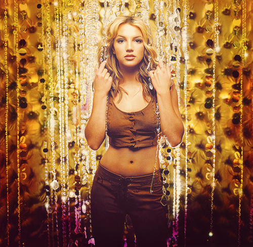 Disco oops i did it again comemora 13 anos