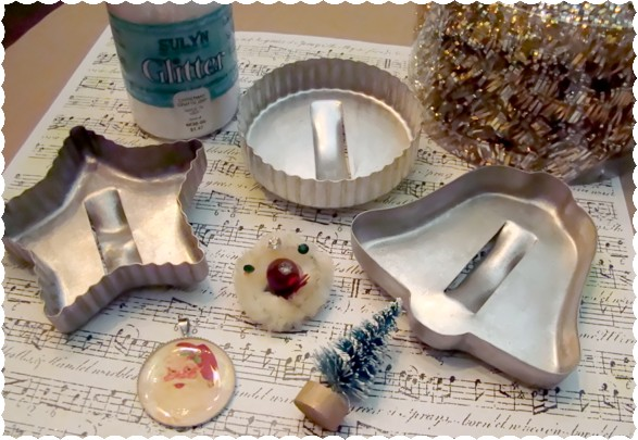 Christmas Craft Sale Ideas http://alyssabeth1.blogspot.com/2011/12/glitter-chic-vintage-cookie-cutter.html