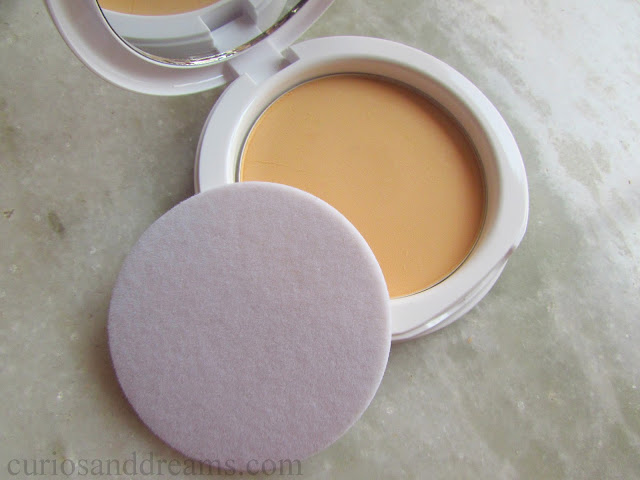 Maybelline White Superfresh Compact review, Maybelline White Superfresh Compact swatches