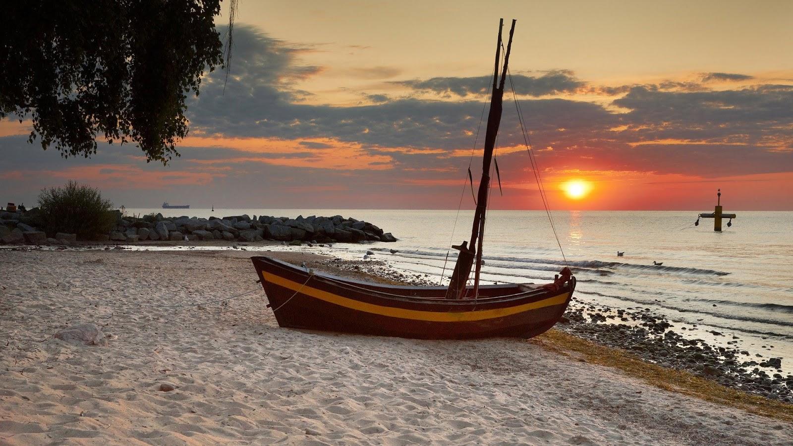 http://3.bp.blogspot.com/-4_AQljBT8JU/UPDfCp-iBoI/AAAAAAAABhI/tXKIL0irXrU/s1600/beach_sunset-wallpaper.jpg