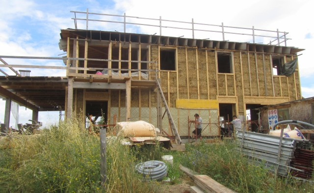 Brianzorigeni ultime dalla casa di paglia a cimbano con for Case con verande tutt attorno