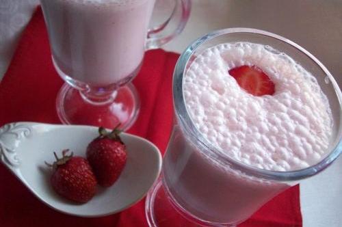 Как сделать молочный коктейль с клубникой