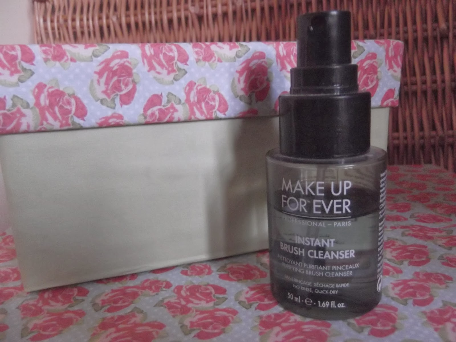 An image of Make Up For Ever Instant Brush Cleanser