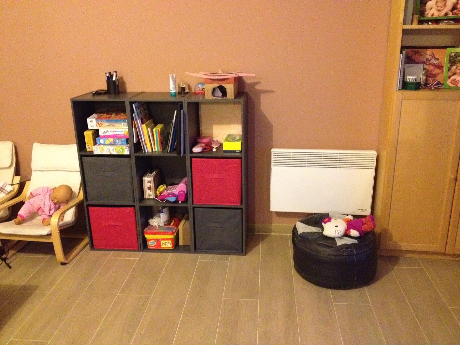 Maison nouveau coin rangement des jouets ds le salon for Les salon de maison