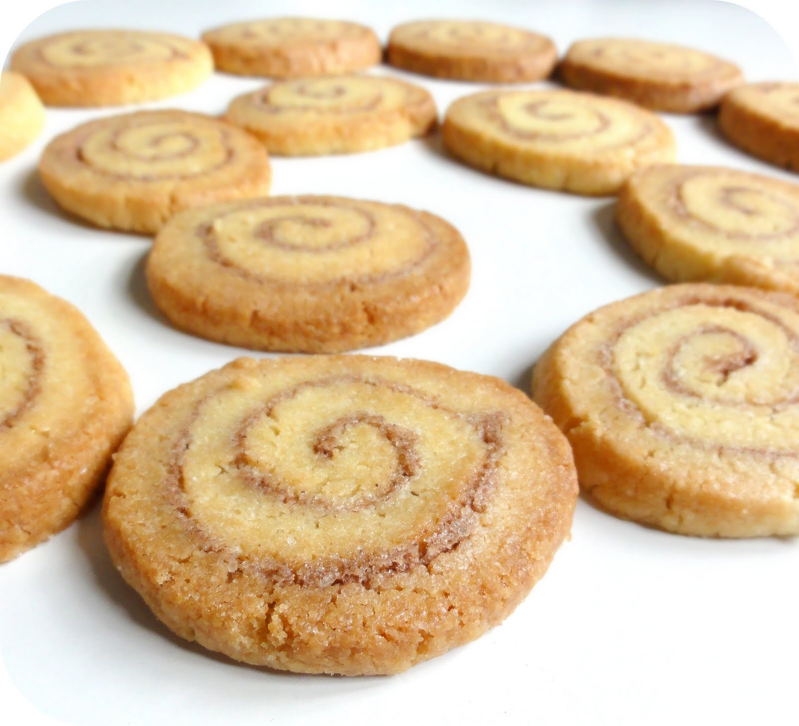 The Procrastobaker: Cinnamon Roll Cookies