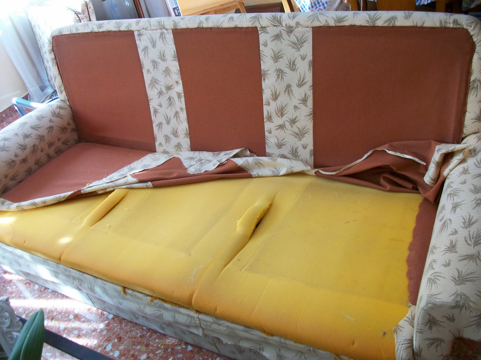 Restauraci n el palisandro tapizar un sof - Telas para tapizar sofas ...