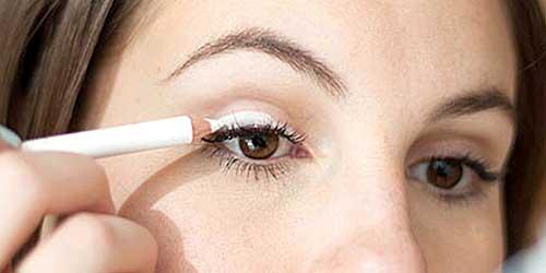 maquillar parpado con lapiz blanco como si fuera sombra de ojos